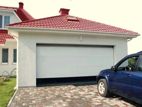 Секционные ворота в своем гараже