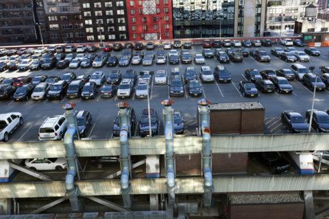 Паркинг на крыше в мегаполисах не такая уж редкость