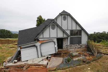 Разрушения строения из-за оседания грунта
