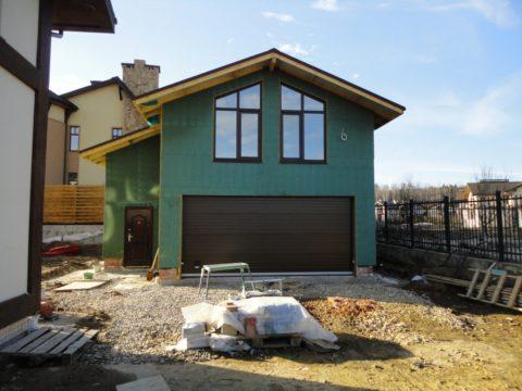 Двухуровневый гараж, своими руками построенный и отделанный – вариант для маленького участка