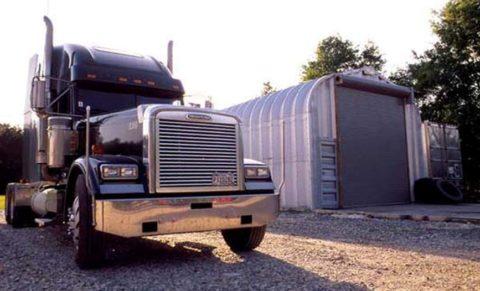 Небольшой гараж для большегруза