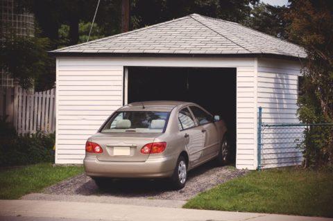 При заезде в гараж должно быть место для манёвра