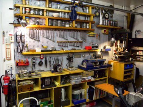 Для обустройства небольшой мастерской необходимо удлинить гараж как минимум на 2 метра