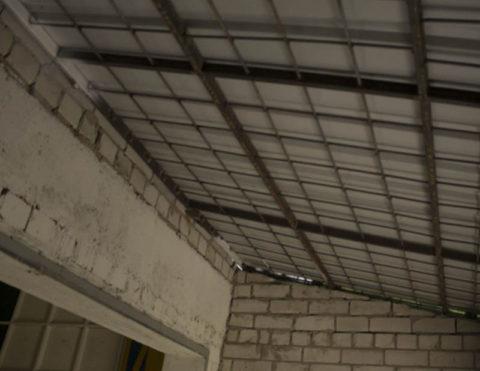 Для пристройки наилучшим решением является отдельная односкатная крыша