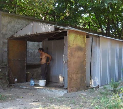 Металлический гараж легко удлинить путем наваривания дополнительных секций