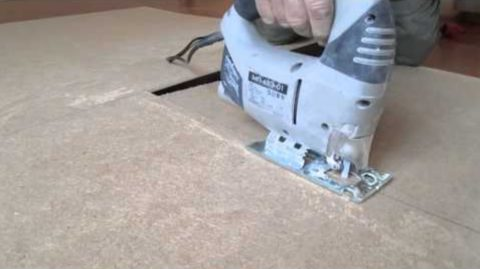 Полочки настенного стеллажа нужно вырезать из листового материала лобзиком