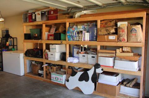 Стеллаж — незаменимый предмет мебели практически любого гаража
