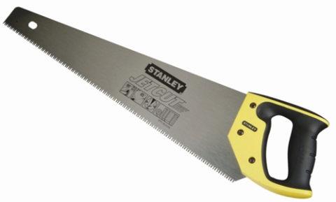 Ножовкой удобно резать дерево