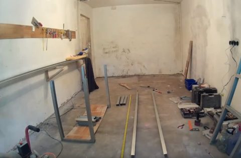 Скоро в этом гараже появится новый стеллаж