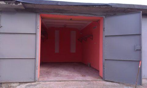 Такой гараж годится только для маленького легкового автомобиля