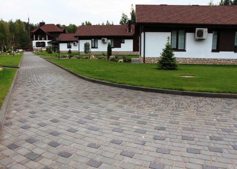 Приобретайте только качественную тротуарную плитку, и красивая дорожка будет радовать вас многие годы