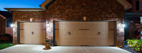 Капитальный гараж, облицованный в соответствии с общей концепцией