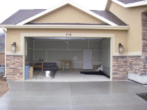 Отделка пристроенного к дому гаража