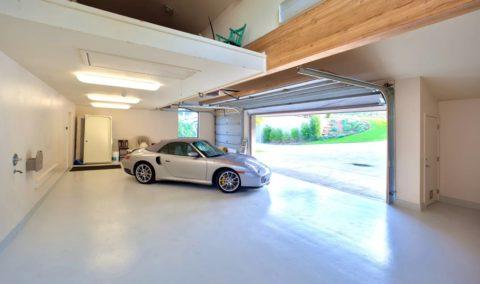 В очень высоких помещениях подвесной потолок не роскошь, а функциональная необходимость