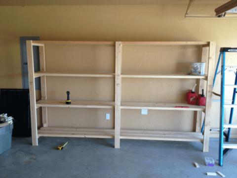 Самодельный стеллаж для гаража или сарая из деревянных деталей