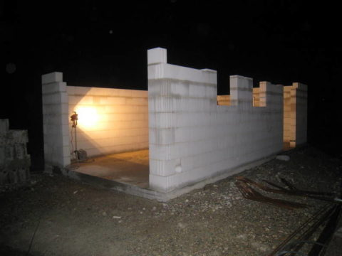 Стены гаража из пенобетона