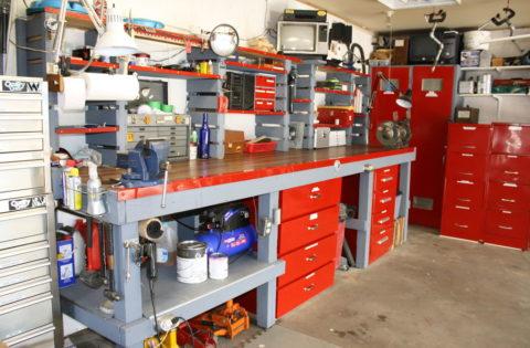 Теплый гараж с мастерской внутри
