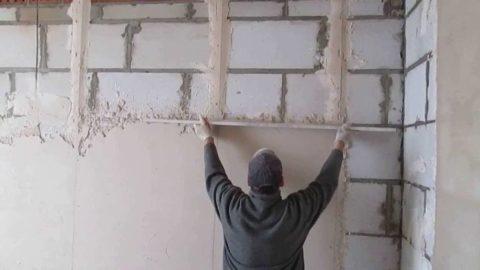 Оштукатуривание внутренней поверхности стен гаража