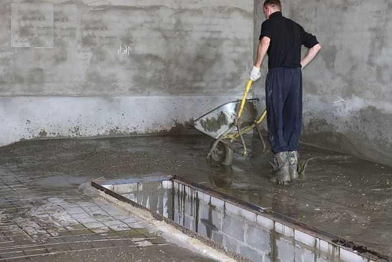 залить цементом гараж