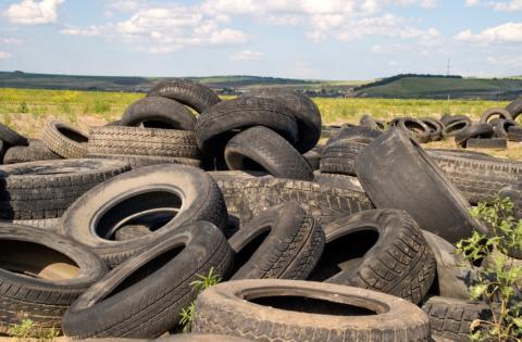 Ежедневно на свалку вывозится огромное количество старых автомобильных шин