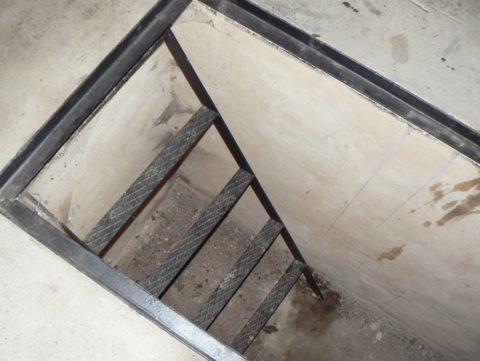 Готовая яма с удобной лестницей